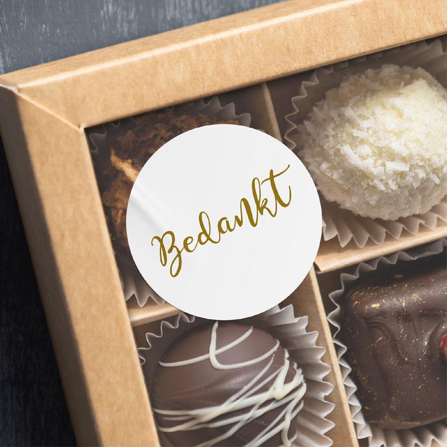 Bedankt sticker wit/goud rond chocolade doos