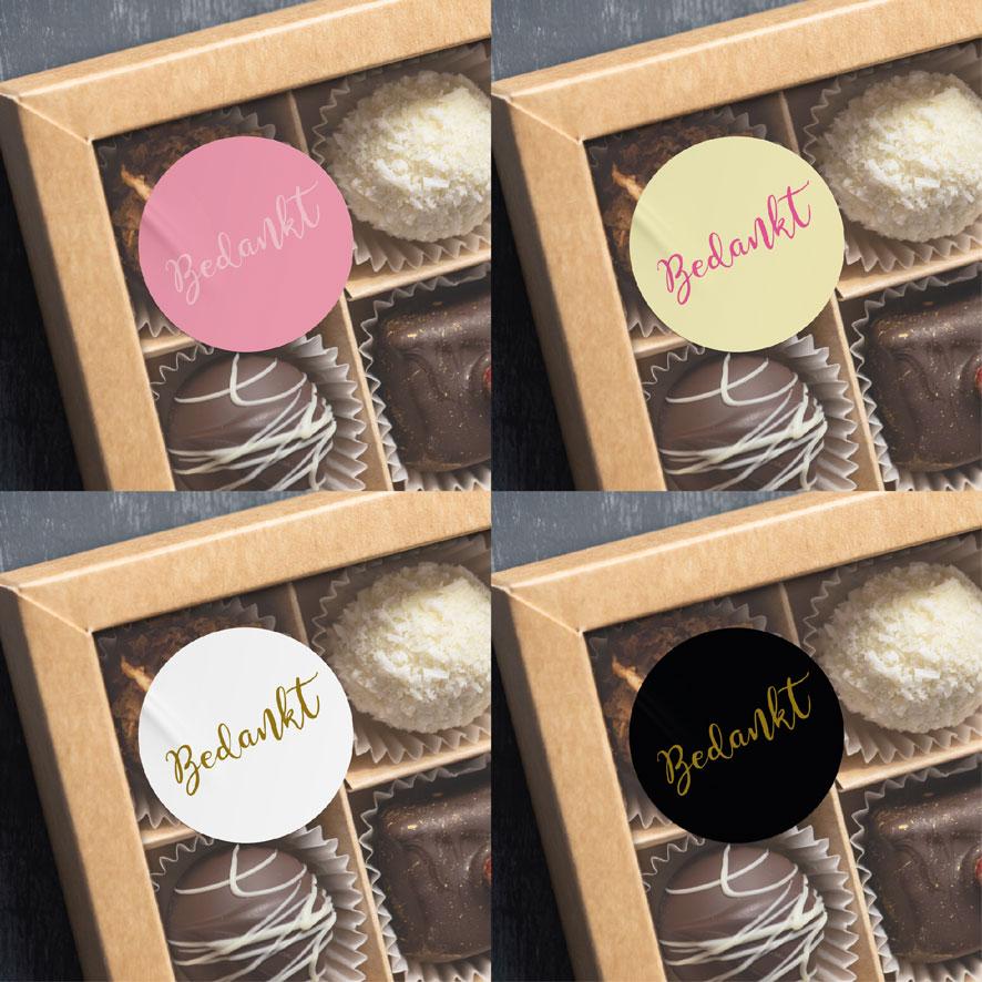Bedankt stickers donkerroze, lichtgeel, wit, zwart rond 30mm chocolade doos