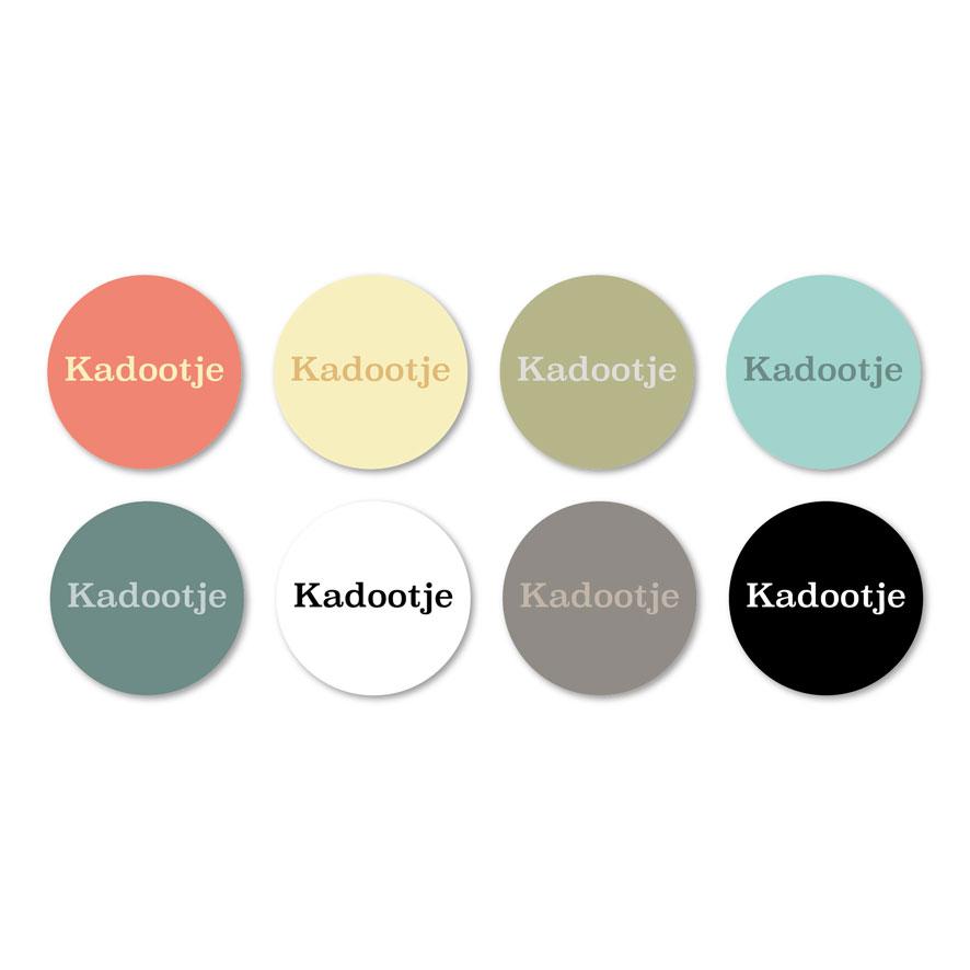 Stickers 'Kadootje' lichtrood, lichtgeel, kaki, mint, donkercyaan, wit, donkergrijs, zwart rond 30mm witte achtergrond
